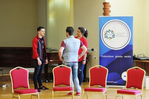 Klaipėda, KLAS, Klaipėdos apskritasis stalas, VVPI, RJOTA, Visuomenės ir verslo plėtros institutas, projektas, diskusija, jaunimas, mokymai